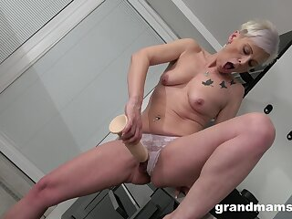 Dirty mature toys her warm cunt like a 18yo girl