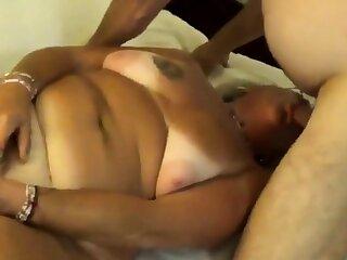 Mature jewish amateur fucks her ass with a bottle