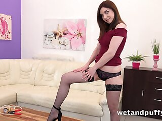 Luscious babe Kira Axe is pumping added to masturbating her cunt