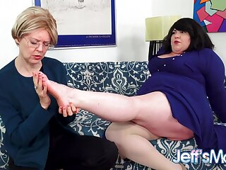 Heavy Of a female lesbian Bella Bendz Gets Strapon Anal hard by British Granny Jamie Foster