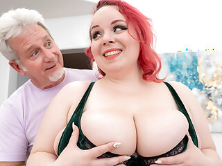 Huge Boobs Ginger Plumper Quinn Rain Did Not Consent Here Just for the Rub-down