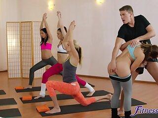 Passionate FFM trine in the gym Yenna Black and Luna Corazon
