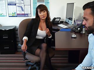 Asian woman is intrigued about be imparted to murder new guy, coupled with wants to fuck