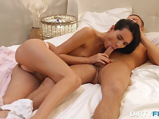 Skinny hon feels energized to fuck on cam in such exclusive angles