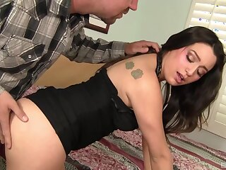 Scalding husband gets a blowjob and a titjob from his wife Linda Bungler