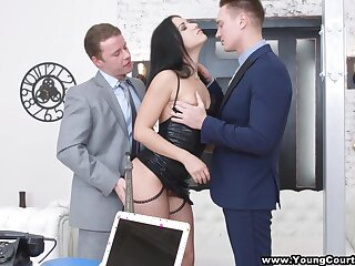 Pussy licking session turns unaffected by sexy black head who wanna try out DP